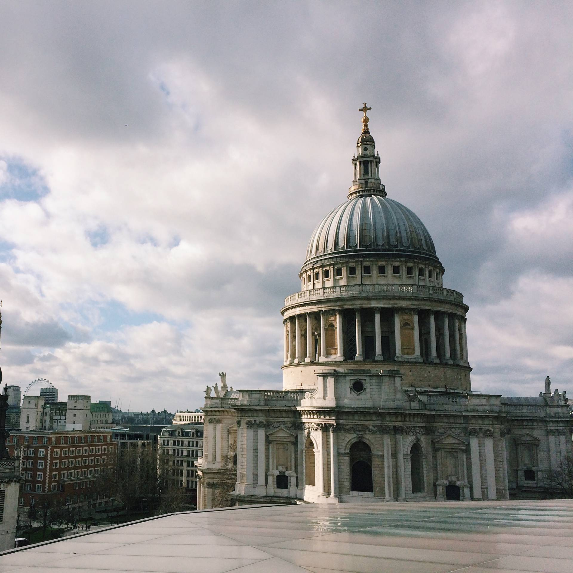 Madison rooftop bar – rooftop of One New Change shopping complex, EC4M 9AD St. Paul's tube