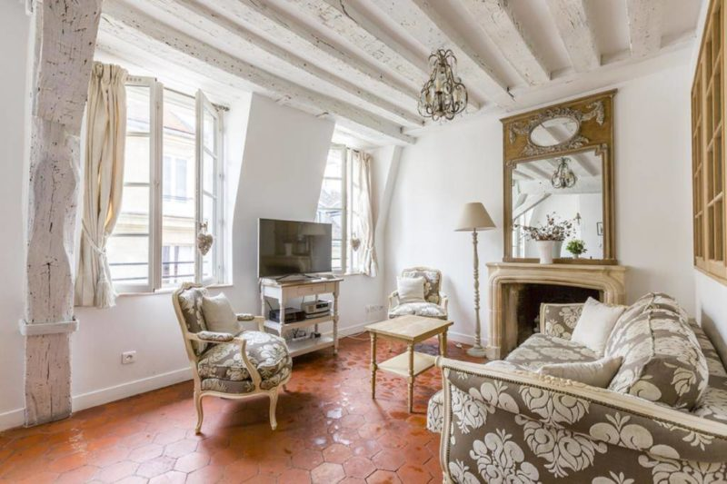Luxury and Bright Two-Bedroom Apartment Ile Saint-Louis in Paris, France
