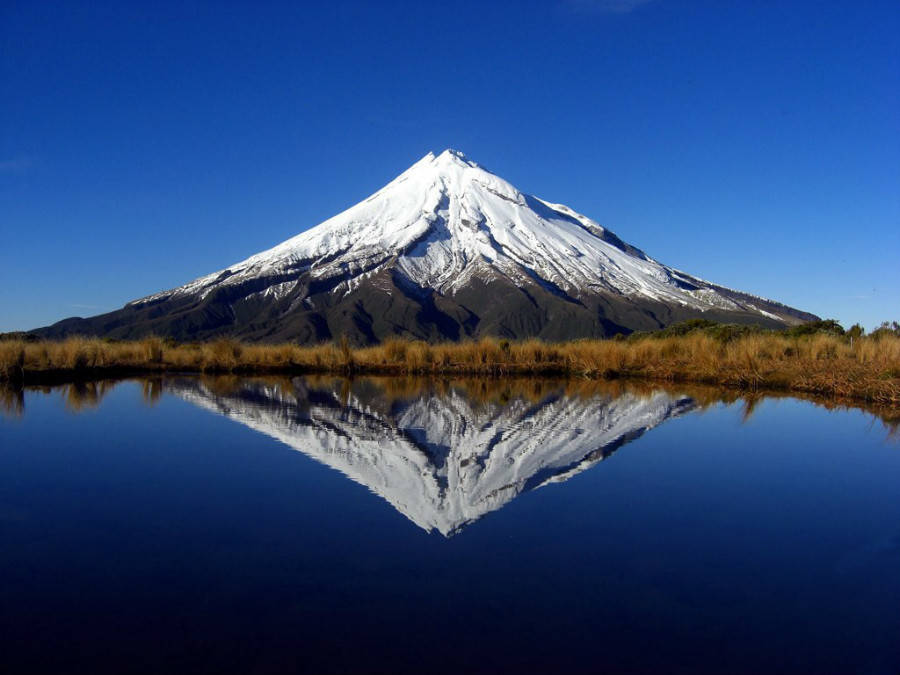 Things to see in New Zealand Mount Taranaki
