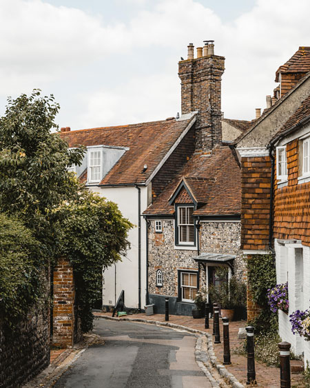 Lewes-East-Sussex-Things-to-do-Instagram-places-Katya-Jackson-Chapel-Hill-2