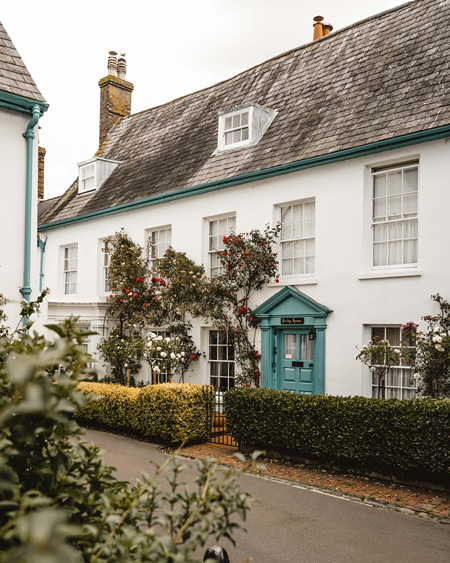 Lewes-East-Sussex-Things-to-do-Instagram-places-Katya-Jackson-Pretty-Cottage